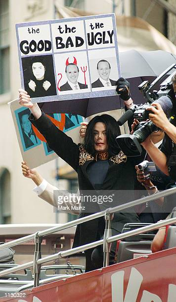 Singer Michael Jackson arrives for his demonstration outside Sony Music Entertainment Headquarters on July 6, 2002 in New York City. The...