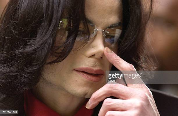 Singer Michael Jackson gestures as he arrives at the Santa Barbara County Courthouse for his child molestation trial May 4 2005 in Santa Maria...