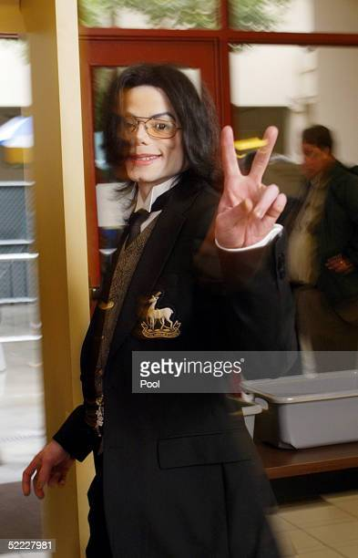 Singer Michael Jackson leaves the Santa Barbara County Courthouse after the continuation in the jury selection phase of his child molestation trial...
