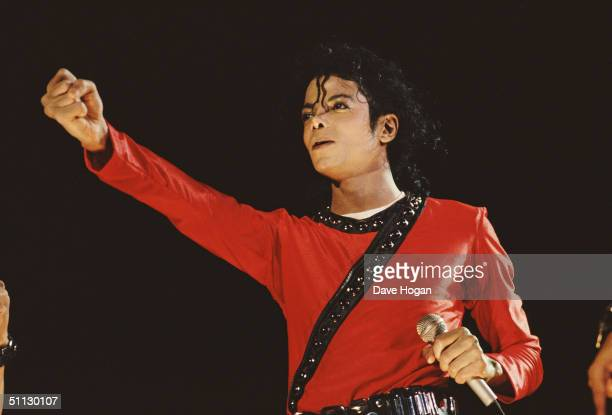 Singer Michael Jackson perfomes on stage in 1987 in Japan