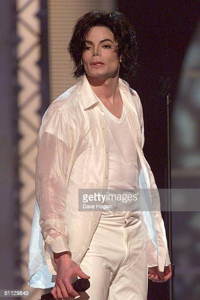 Singer Michael Jackson performs at his 30th anniversary celebration on 10th September 2001 in Madison Square Garden in New York