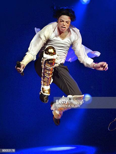 US singer Michael Jackson performs during the Democratic National Committee benefit concert A Night at the Apollo at the worldfamous Apollo Theater...