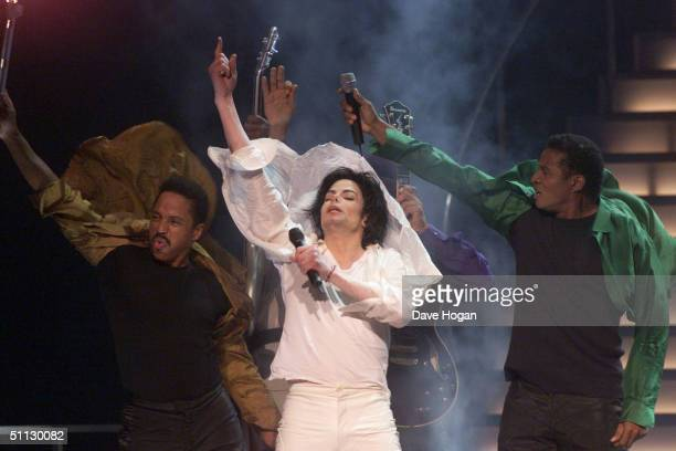Singer Michael Jackson performs with his brothers at his 30th anniversary celebration on 10th September 2001 in Madison Square Garden in New York