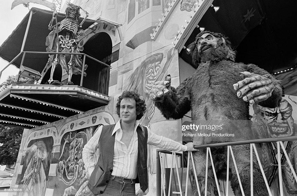 Singer Michel Jonasz at French Amusement Park : Nachrichtenfoto