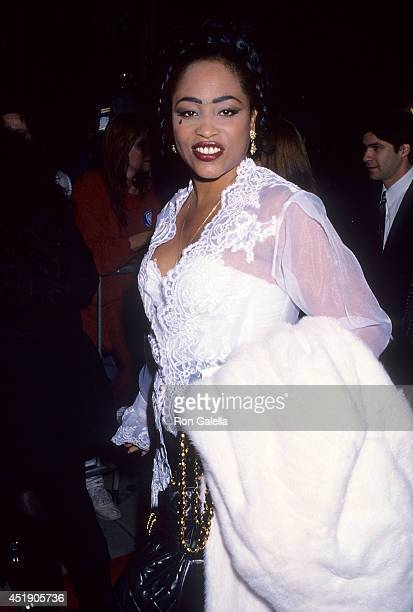 Singer Miki Howard attends the Malcolm X Beverly Hills Premiere on November 17 1992 at the Samuel Goldwyn Theatre in Beverly Hills California