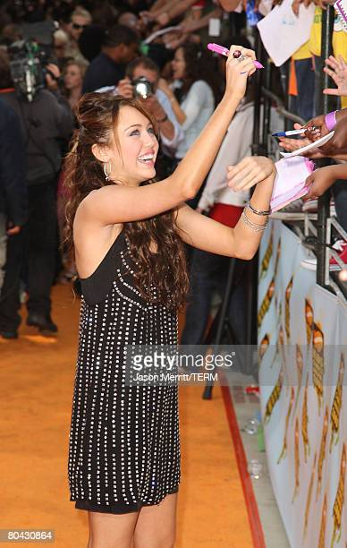 Singer Miley Cyrus arrives on the red carpet at Nickelodeon's 2008 Kids' Choice Awards at the Pauley Pavilion on March 29, 2008 in Los Angeles,...