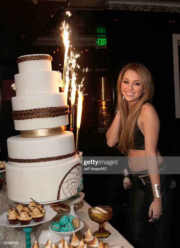 miley cyrus födelsedag Miley Cyrus' 18th Birthday Party Foton och bilder | Getty Images miley cyrus födelsedag