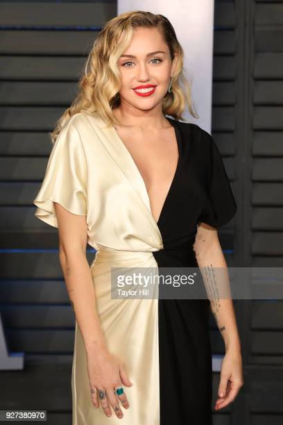 Singer Miley Cyrus attends the 2018 Vanity Fair Oscar Party hosted by Radhika Jones at Wallis Annenberg Center for the Performing Arts on March 4...
