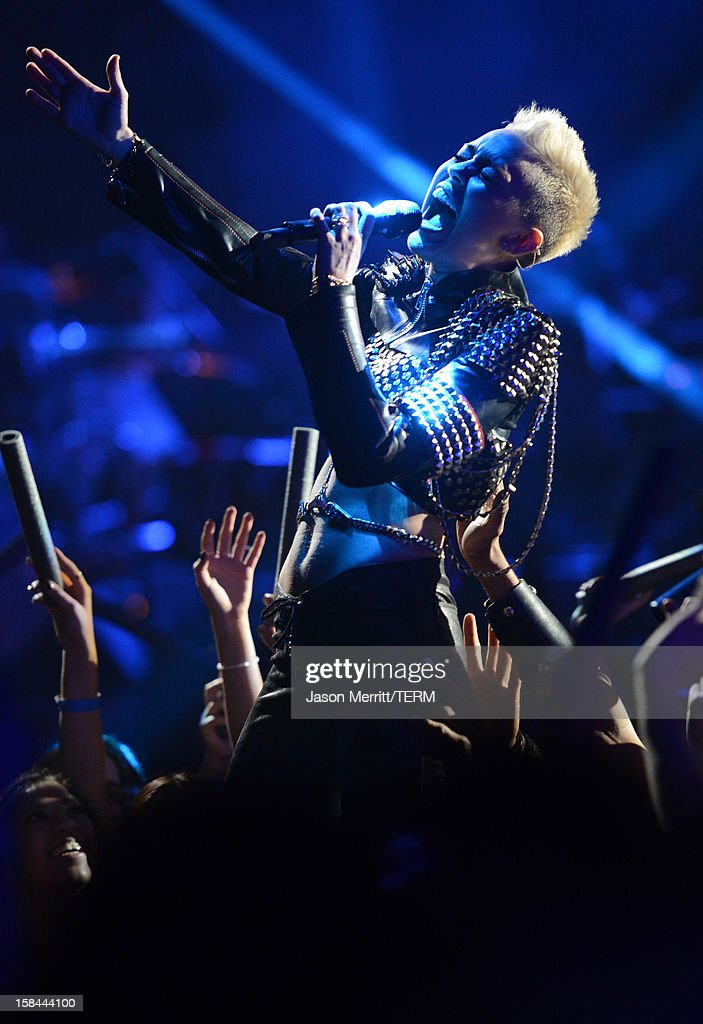 Singer Miley Cyrus performs onstage at 'VH1 Divas' 2012 held at The Shrine Auditorium on December 16, 2012 in Los Angeles, California.