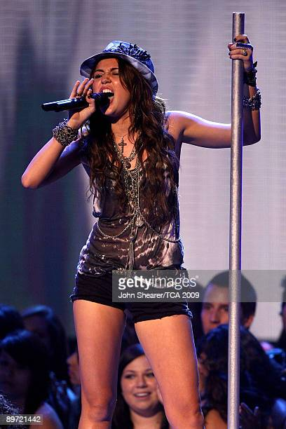 Singer Miley Cyrus performs onstage during the Teen Choice Awards 2009 held at the Gibson Amphitheatre on August 9, 2009 in Universal City,...