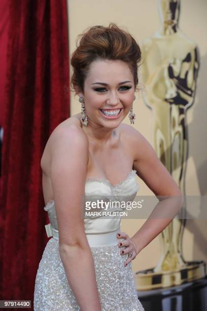 Singer Miley Cyrus poses at the 82nd Academy Awards at the Kodak Theater in Hollywood, California on March 07, 2010. AFP PHOTO Mark RALSTON