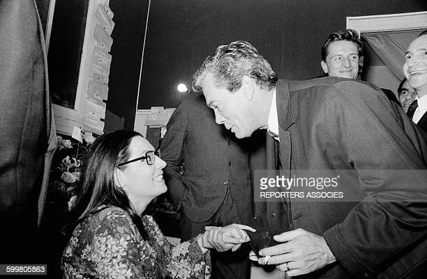 Singer Nana Mouskouri In Her Dressing Room With TV Presenter Roger Lanzac At The Olympia Music Hall In Paris France On October 25 1967