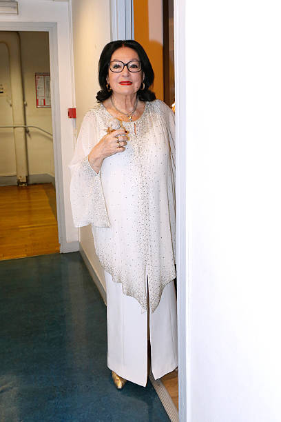 foto 39 s en beelden van nana mouskouri on happy birthday. Black Bedroom Furniture Sets. Home Design Ideas