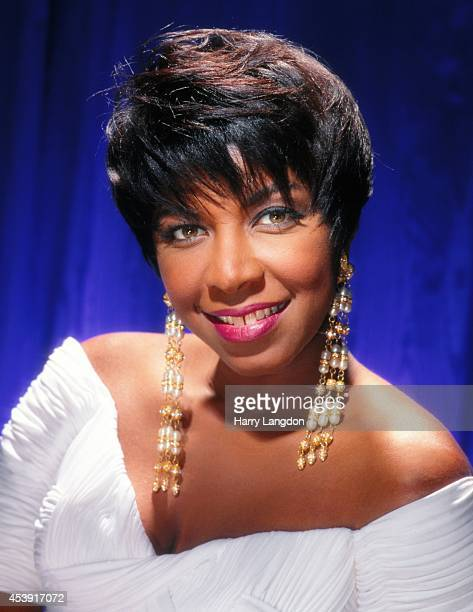 Singer Natalie Cole poses for a portrait in 1991 in Los Angeles California