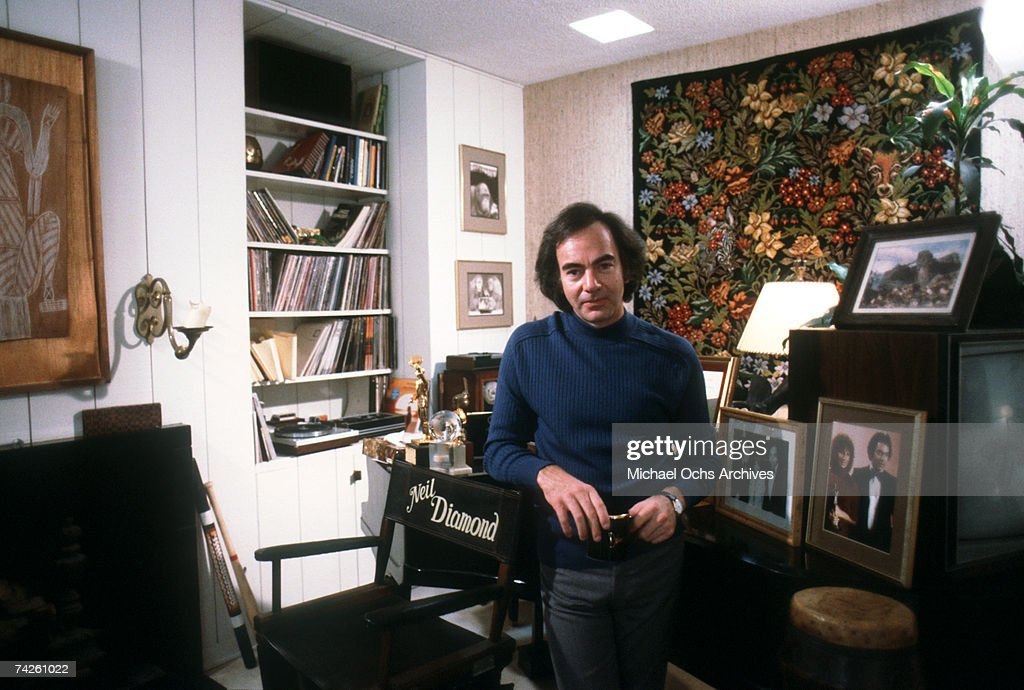 Singer Neil Diamond poses for a portrait session at his home in May 1984 in Los Angeles, California.