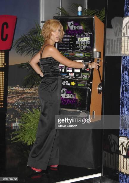 Singer Nelly Furtado arrives at the 2007 Video Music Awards at the Palms Casino Resort on September 9, 2007 in Las Vegas, Nevada.
