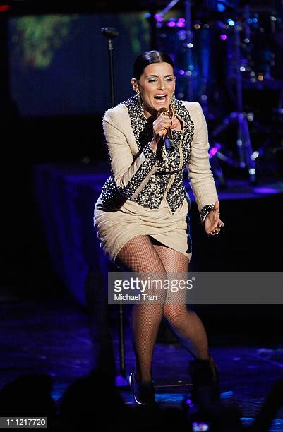 Singer Nelly Furtado performs onstage during the 'Los Premios MTV 2009' Latin America Awards held at Gibson Amphitheatre on October 15 2009 in...