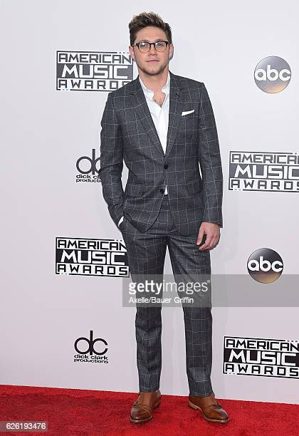 Singer Niall Horan arrives at the 2016 American Music Awards at Microsoft Theater on November 20 2016 in Los Angeles California