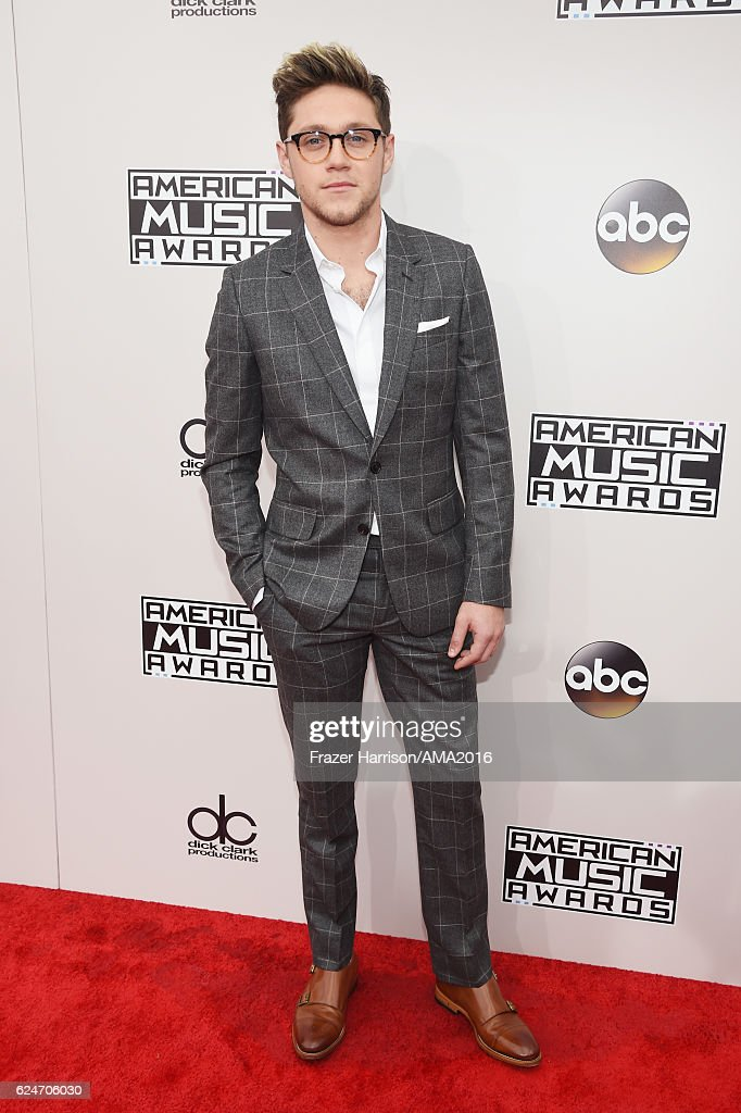 2016 American Music Awards - Red Carpet : News Photo