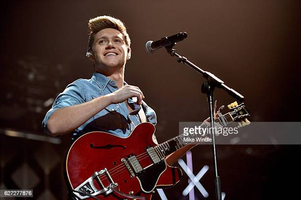 Singer Niall Horan performs onstage during 1027 KIIS FM's Jingle Ball 2016 presented by Capital One at Staples Center on December 2 2016 in Los...