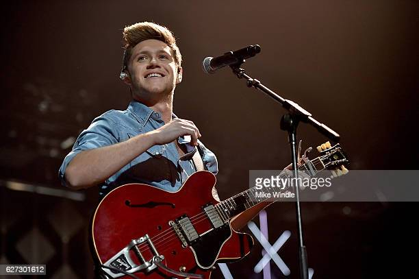 Singer Niall Horan performs onstage during 102.7 KIIS FM's Jingle Ball 2016 presented by Capital One at Staples Center on December 2, 2016 in Los...