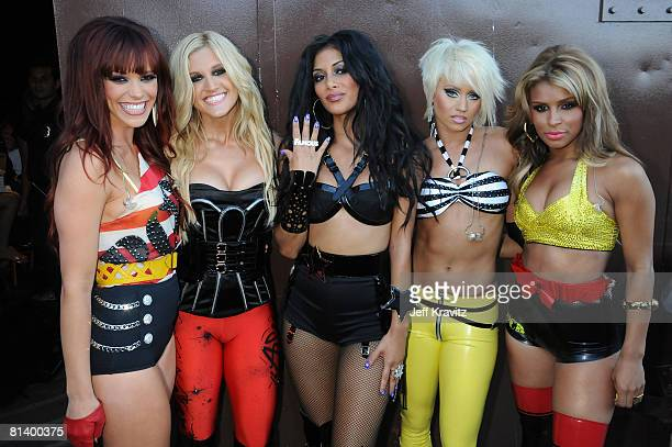 Singer Nicole Scherzinger and The Pussycat Dolls attend the 2008 MTV Movie Awards at the Gibson Amphitheatre on June 1 2008 in Universal City...