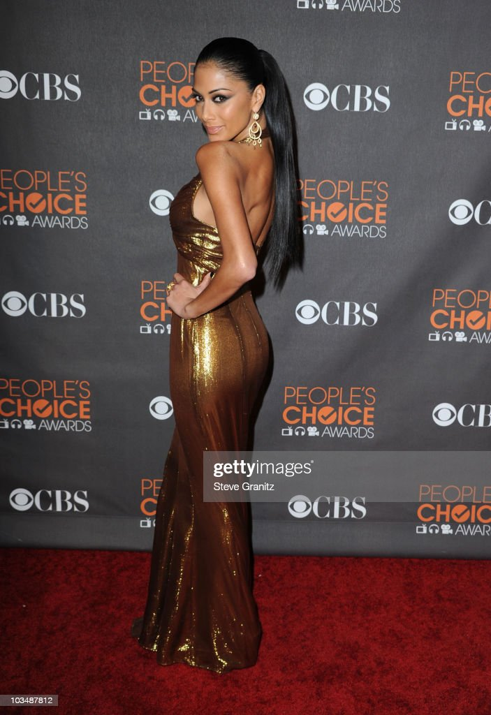 Singer Nicole Scherzinger arrives at the People's Choice Awards 2010 held at Nokia Theatre L.A. Live on January 6, 2010 in Los Angeles, California.