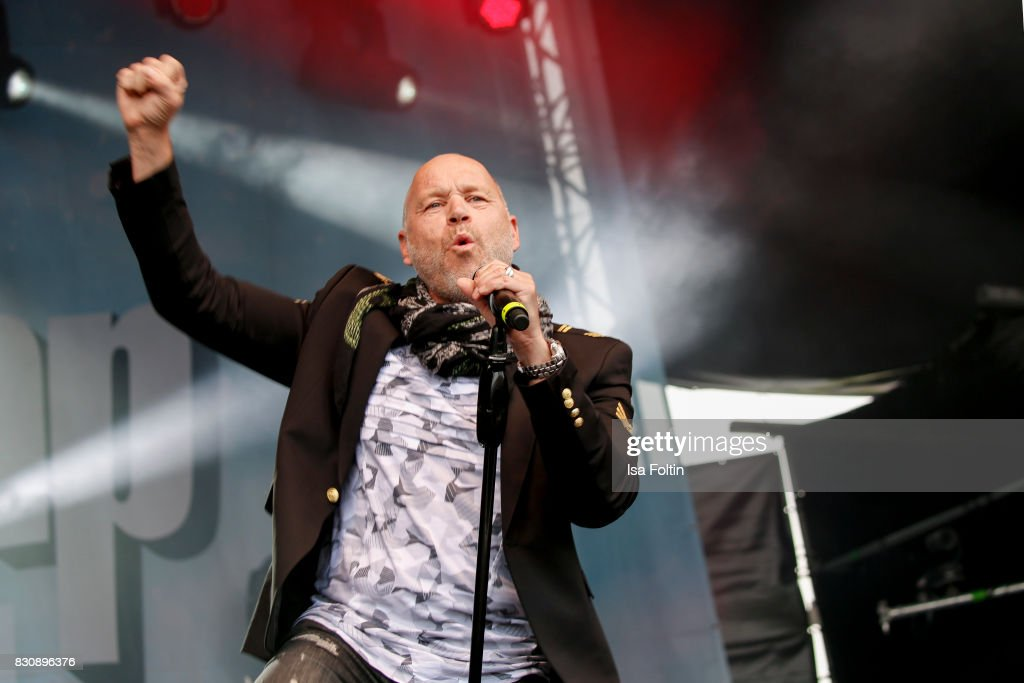 Singer Olaf Henning performs at the SchlagerOlymp Open Air Festival at Freizeit und Erholungspark Luebars on August 12, 2017 in Berlin, Germany.