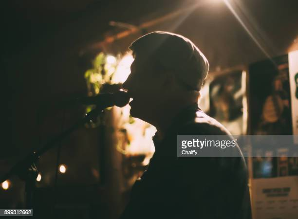 Sänger auf einer Bühne