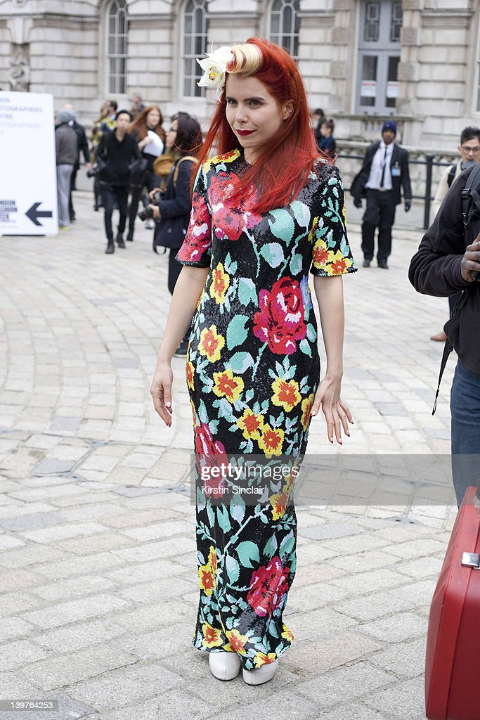 Street Style At LFW 2012 : Nachrichtenfoto