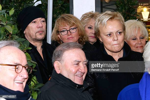 Singer Pascal Obispo Claude Chirac Levon Sayan and humorist Muriel Robin attend the Tribute to Loulou Gaste' with a Commemorative Tablet on the wall...