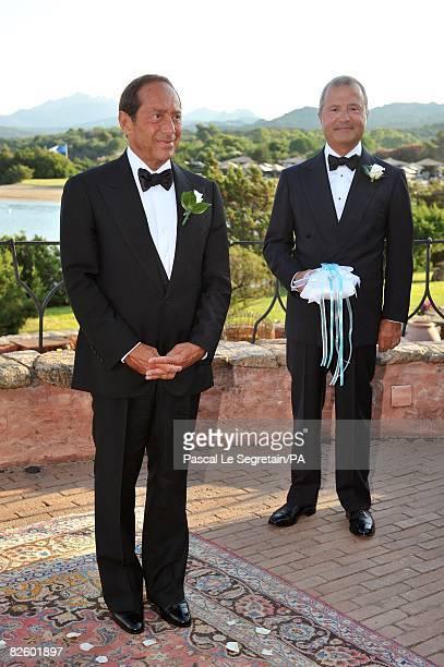 ACCESS*** Singer Paul Anka waits for his bride Anna Anka next to Bob Manoukian during their wedding at Hotel Cala di Volpe on July 26 2008 in Porto...