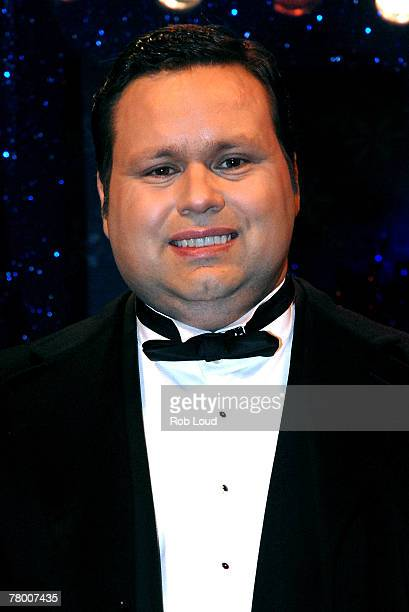 Singer Paul Potts performs at the 2007 Bloomingdales Holiday Window unveiling November 19 2007 in New York City