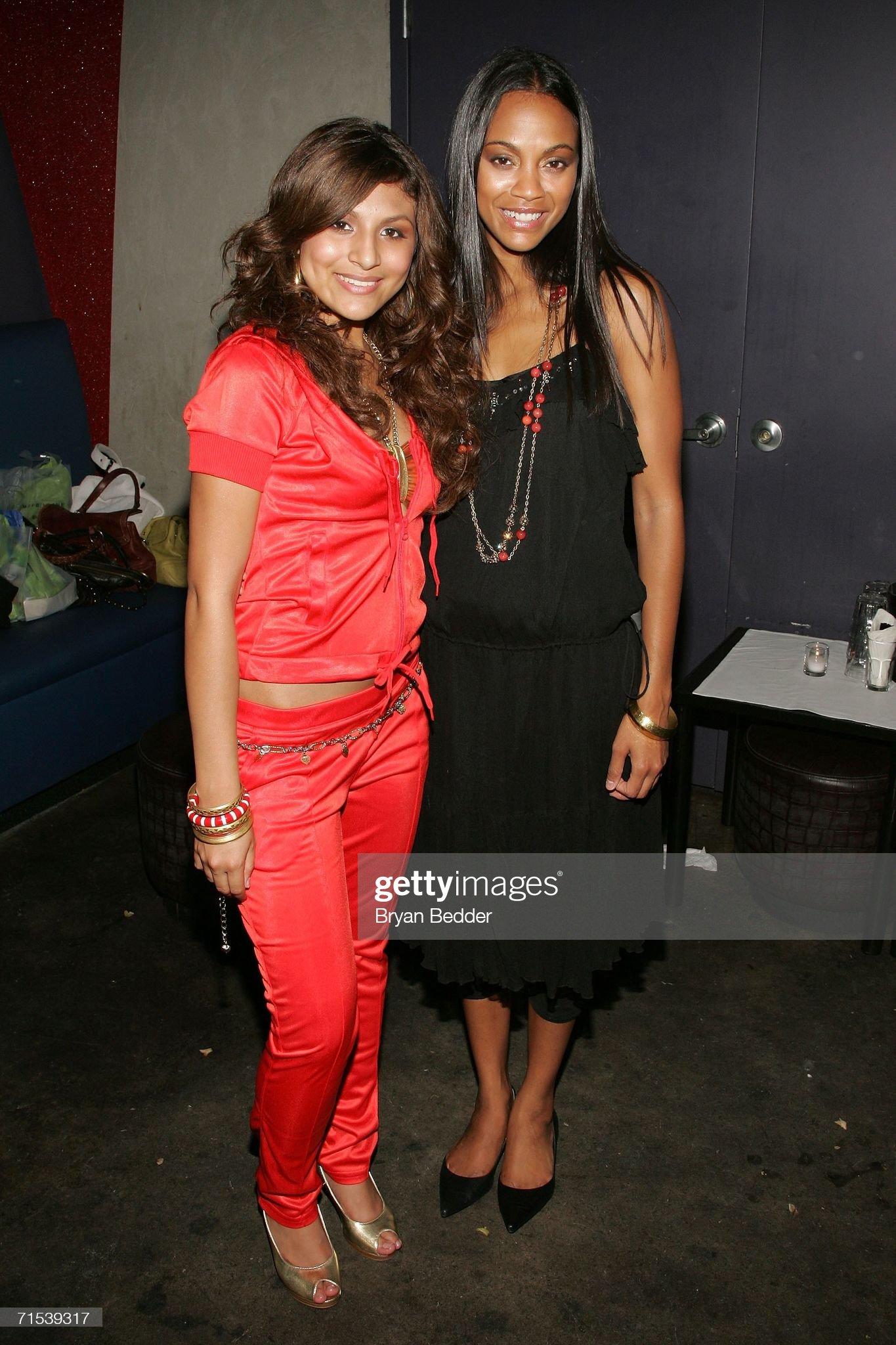 ¿Cuánto mide Paula DeAnda? - Altura - Real height Singer-paula-deanda-and-actress-zoe-saldana-attend-the-closing-night-picture-id71539317?s=2048x2048