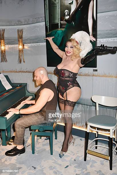 Singer /performer Allanah Starr performs during 'Vibrations' Stefanie Renoma Photo Exhibition at Hotel Nolinski on November 24 2016 in Paris France