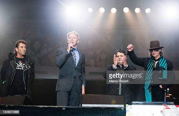Singer Peter Maffay B90/Gruene parliamentary group member Juergen Trittin Chairman of the Social Democratic Party Sigmar Gabriel and singer Udo...