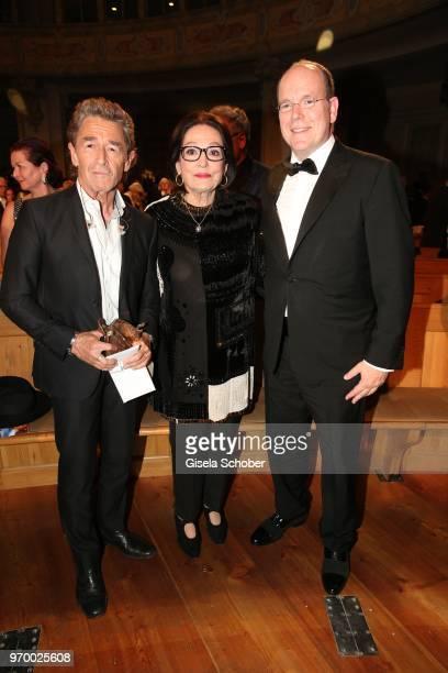 Singer Peter Maffay Nana Mouskouri and HRH Prince Albert II of Monaco with award during the European Culture Awards TAURUS 2018 at Dresden...