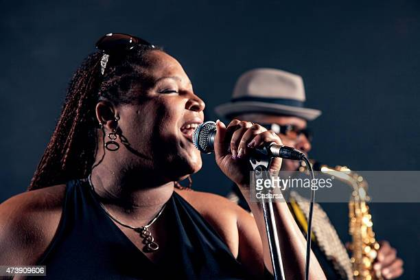 singer - jazz stock pictures, royalty-free photos & images