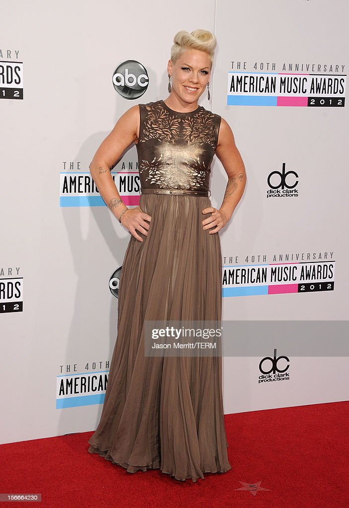 The 40th American Music Awards - Arrivals : News Photo