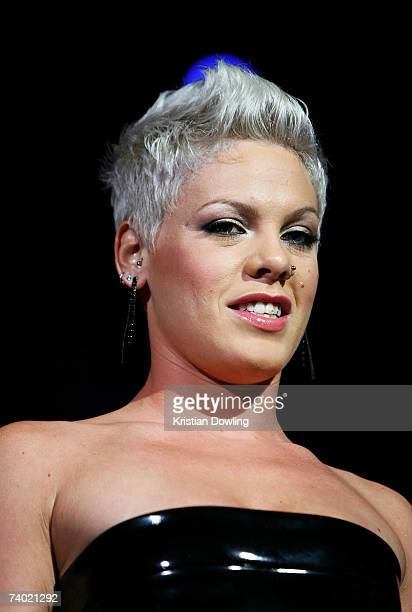 Singer Pink presents the award for Video Of The Year at the third annual MTV Australia Video Music Awards 2007 at Acer Arena on April 29, 2007 in...