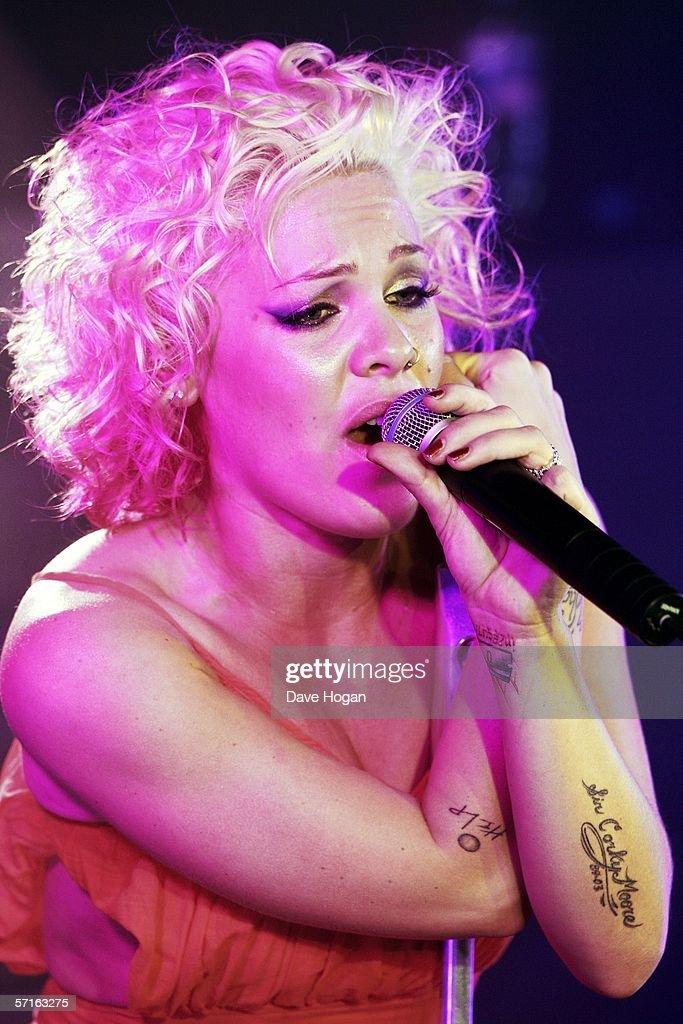 Plump homemade singer pink peeing girls pussy