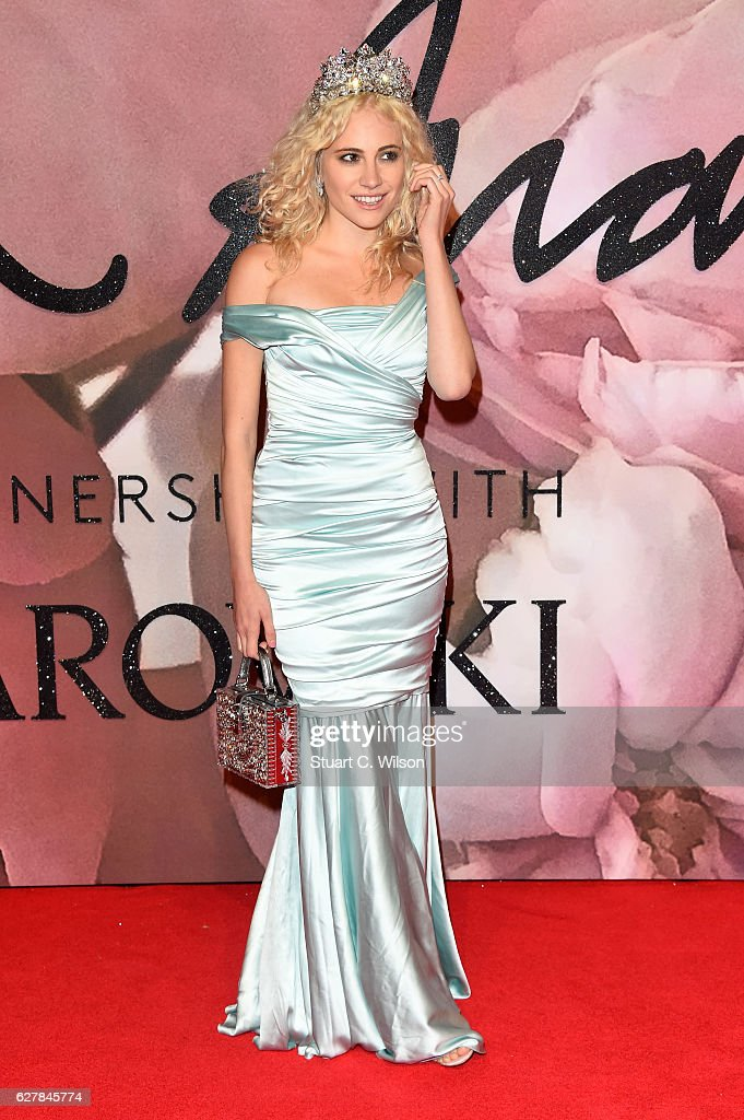 Singer Pixie Lott attends The Fashion Awards 2016 on December 5, 2016 in London, United Kingdom.