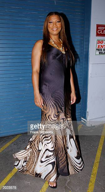 Singer Queen Latifah poses backstage at the VH1 Divas Duets a concert to benefit the VH1 Save the Music Foundation held at the MGM Grand Garden Arena...