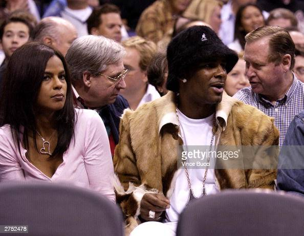Singer R  Kelly and guest attend the game between the Los