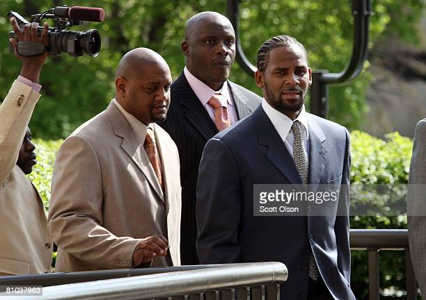 B singer R Kelly arrives at the Cook County courthouse where jury selection is scheduled to begin for his child pronography trial May 9 2008 in...
