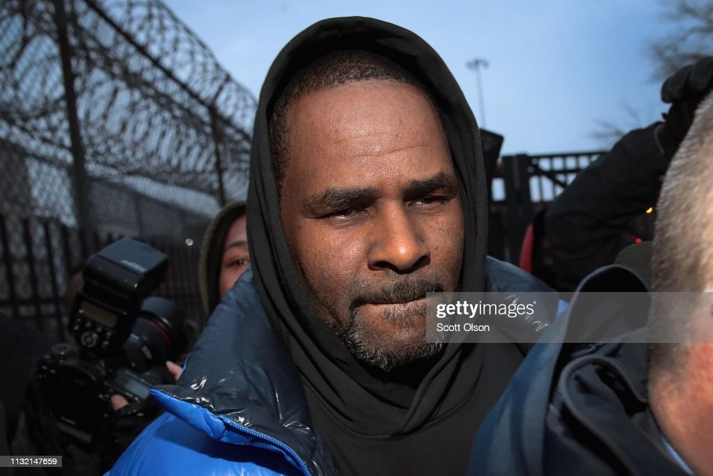 R. Kelly Appears In Court For Aggravated Sexual Abuse Charges : News Photo