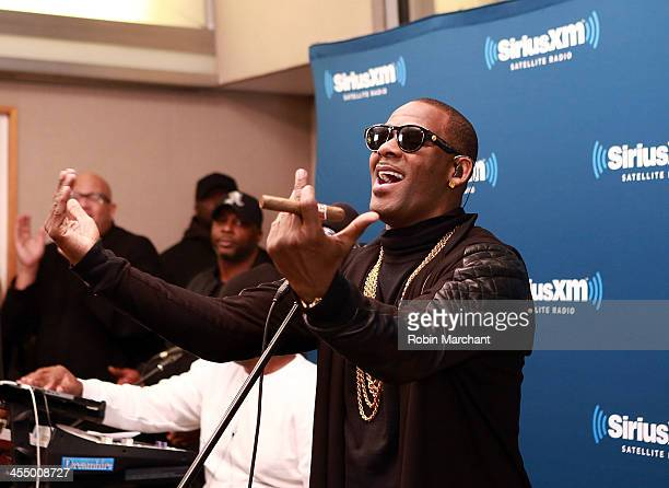 Singer R Kelly performs at SiriusXM's 'Artist Confidential' on The Heat and Heart Soul at SiriusXM Studios on December 10 2013 in New York City