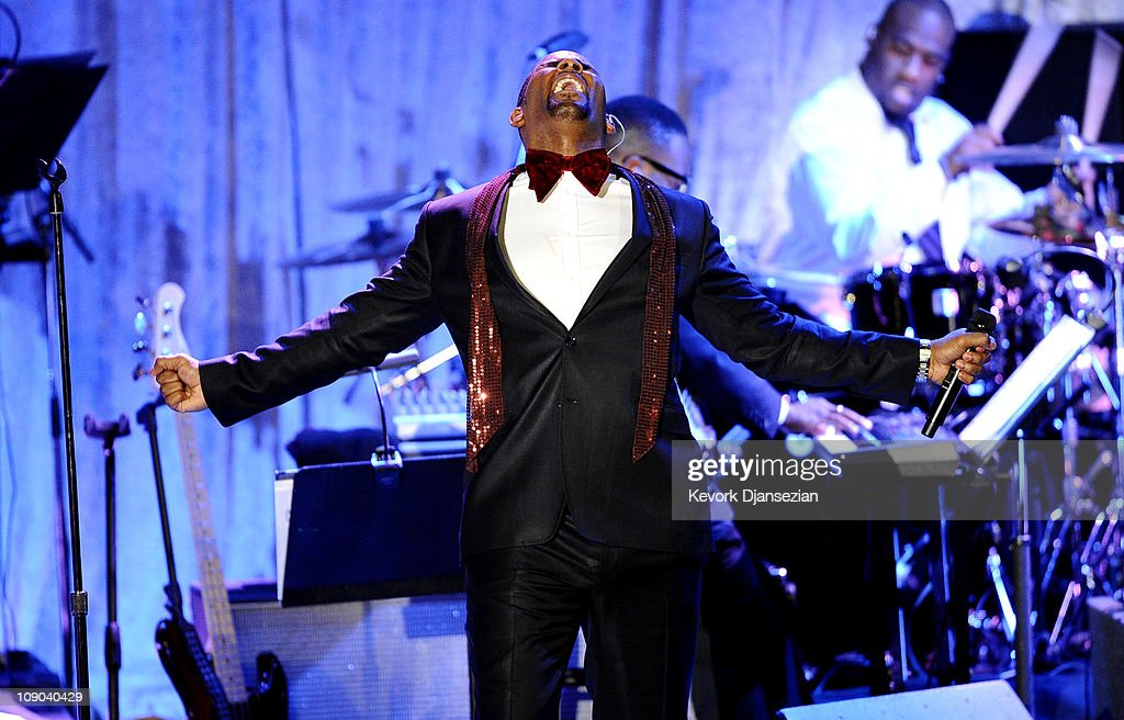 Singer R  Kelly performs at the 2011 Pre-GRAMMY Gala and