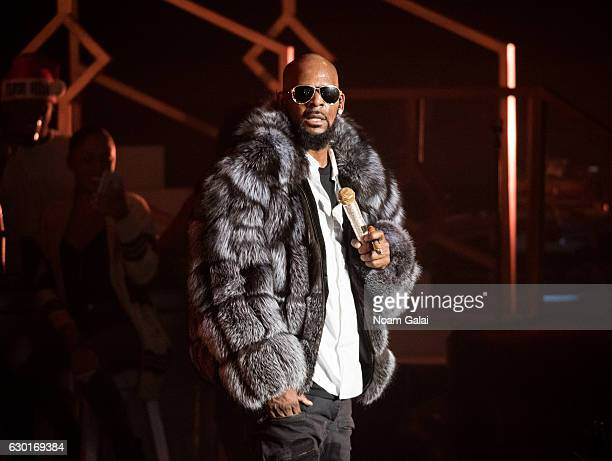 singer r kelly performs in concert during the 12 nights of christmas tour at - 12 Nights Of Christmas
