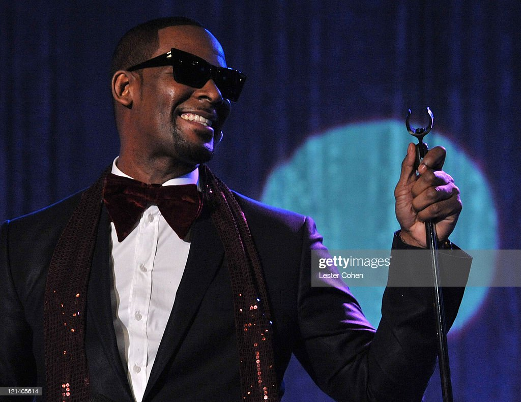 Singer R  Kelly performs onstage at the 2011 Pre-GRAMMY Gala